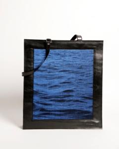 grand cabas en cuir de veau et jacquard de soie bleu cobalt et coton noir motif eau d'Halong