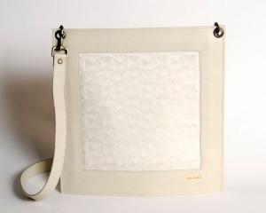 Enveloppe de cuir de buffle beige pâle et jacquard de coton crème motif toile logo Zyx