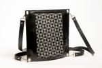 Sac enveloppe en cuir noir et tissage jacquard motif logo zyx, fil réflectif et coton noir, attachage bandoulière ou sac à dos